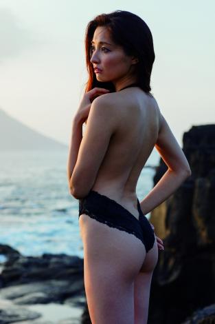 大石絵理のセクシー水着画像1