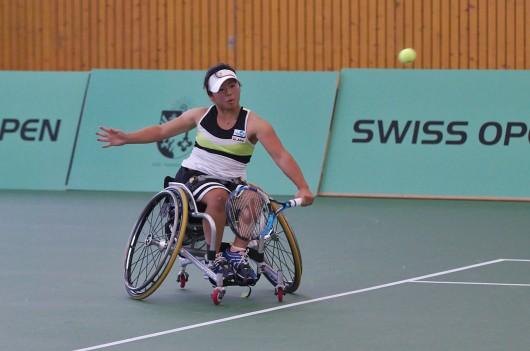 女子車いすテニスの上地結衣選手